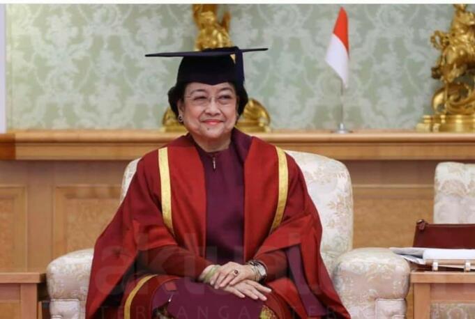 Dr. (H.C.) Megawati Soekarnoputri Presiden ke-5 Republik Indonesia saat Sidang Terbuka Penganugerahan Gelar Doktor Honoris Causa Universitas Soka Tokyo, Jepang 8 Januari 2020