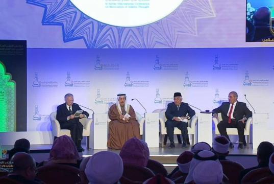 Ketua Dewan Pertimbangan Majelis Ulama Indonesia Din Syamsuddin (dua dari kanan) saat berbicara di Konferensi Pembaruan Pemikiran Islam, Mesir. (ANTARA/istimewa)