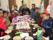 Anak-anak di Jalur Gaza Palestina merayakan hari ulang tahun Melly Goeslaw sebagai Duta Kemanusiaan Indonesia untuk Palestina yang pernah mengunjunginya. (ANTARA/HO-ACT)