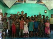 Briptu Ramayadi Drakel berpose bersama anak-anak sekolah minggu di Gereja GPDP Syaloom, Kampung Karoaipi, Distrik Teluk Ampimoi, Kabupaten Kepulauan Yapen, Papua, Minggu. (ANTARA /HO-Humas Polda Papua)