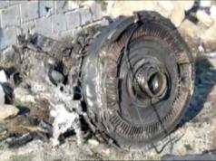 Salah satu mesin Maskapai Internasional Ukraina penerbangan PS752, pesawat Boeing 737-800 yang jatuh setelah lepas landas dari bandara Teheran Imam Khomeini pada Rabu (8/1/2020). Gambar didapat dari rekaman Iran Press. (Foto: Reuters)