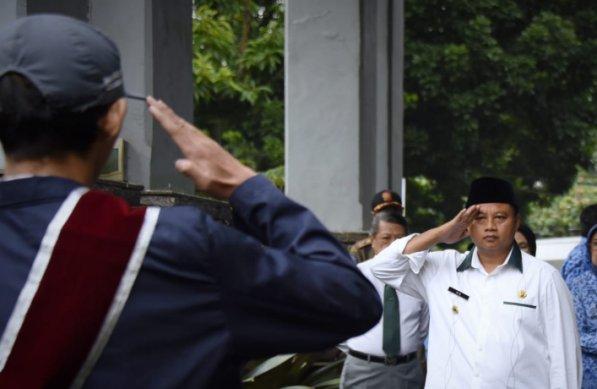 Wakil Gubernur (Wagub) Jawa Barat (Jabar) Uu Ruzhanul Ulum saat launching program Ajengan Masuk Sekolah (AMS) . (Foto: Humas Jabar)