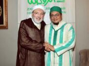 KH. Muhammad Danial Nafis MA [kanan] bersama Dr. Idris al Fasi al Fihri, Musyid Tarekat asal Maroko di Zawiyah Arraudhah Jakarta