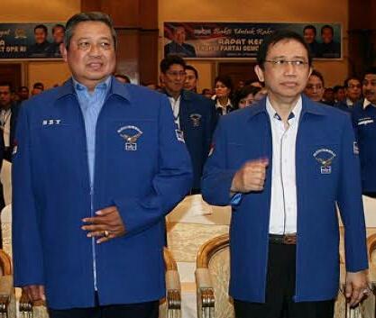 Susilo Bambang Yudhoyono (SBY) bersama Marzuki Alie (kanan).