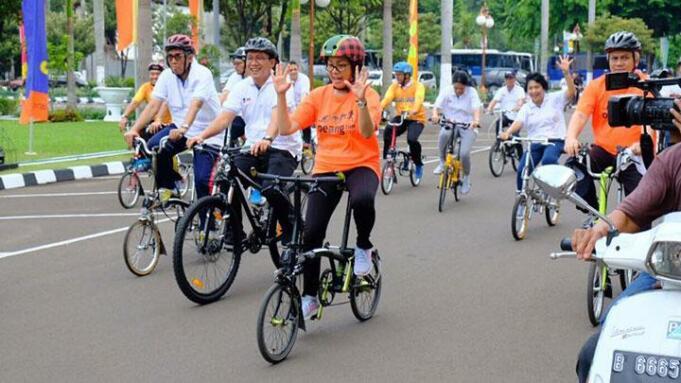Menteri Keuangan, Sri Mulyani saat menaiki sepeda Brompton/Facebook Kementerian Keuangan RI