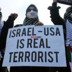 Aksi unjuk rasa peduli Palestina di Kedutaan Besar Amerika Serikat, yang berlokasi di Jl Medan Merdeka Selatan, Jakarta Pusat, Jumaat (21/5). AKTUAL / WARNOTO