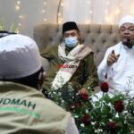 Tausiyah singkat oleh Khodim Zawiyah Arraudhah KH. Muhammad Danial Nafis, dalam rangkaian acara memperingati Haul Quthbul Aqthab wa Kahfu Amnith Thullab Al-Imam As-Sayyid Syekh Abu alHasan Ali Asy-Syadzili RodhiyaAllahu Anhu Ke-786, yang digelar secara virtual, Sabtu (26/6). Meningkatnya kurva Covid-19 disejumlah wilayah di Indonesia, menjadi alasan utama Zawiyah Arraudhah Ihsan Foundation sebagai penyelenggara membatasi jamaah yang hadir. Penerapan standar protokol kesehatan (protkes) juga menjadi kewajiban yang harus dilakukan bagi ikhwah toriqoh yang hadir.
