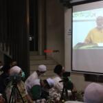 Maulana Syekh As-Syarif Dr. Yusri Rusydi Sayyid Jabr Al-Hasani Hafidzahullah, saat Video Conference dari Maroko dalam rangkaian acara memperingati Haul Quthbul Aqthab wa Kahfu Amnith Thullab Al-Imam As-Sayyid Syekh Abu alHasan Ali Asy-Syadzili RodhiyaAllahu Anhu Ke-786, yang digelar secara virtual, Sabtu (26/6). Meningkatnya kurva Covid-19 disejumlah wilayah di Indonesia, menjadi alasan utama Zawiyah Arraudhah Ihsan Foundation sebagai penyelenggara membatasi jamaah yang hadir. Penerapan standar protokol kesehatan (protkes) juga menjadi kewajiban yang harus dilakukan bagi ikhwah toriqoh yang hadir.