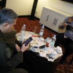 Kapolda Riau Irjen Pol Agung Setya Imam Effendi (kanan) temui Wakil Menteri Pertanian (Wamentan) Harvick Hasnul Qolbi (kiri), dalam rangkaian agenda Kunjungan Kerja Wamen Pertanian di Pekanbaru, Provinsi Riau, Senin (21/6) lalu, di salah satu Hotel dikawasan Jl Jenderal Sudirman, Pekanbaru. Foto: Warnoto / Aktual.com