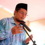 Pembacaan doa penutup oleh KH. Muhammad Danial Nafis dalam Kegiatan Panen Jagung dan Penerapan Mekanisasi Pertanian yang diselenggarakan Koperasi Riau Tani Berkah Sejahtera (RTBS) di kawasan Agrowisata, Pekanbaru, Riau, Senin (21/6) siang. Foto: Warnoto/Aktual.com
