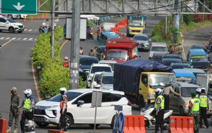 Penyekatan kendaraan di Jalur Puncak Kabupaten Bogor/Antara