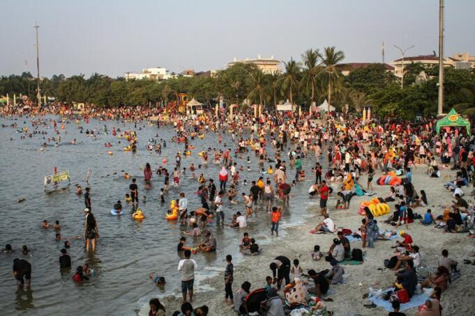 Pantai Ancol/Antara