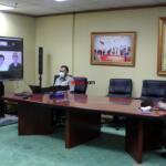 Suasana ruang kerja Wakil Menteri Pertanian (Wamentan), Harvick Hasnul Qolbi saat mengikuti webinar yang diselenggarakan oleh Badan Eksekutif Mahasiswa (BEM) Fakultas Peternakan Universitas Padjajaran Bandung, Senin (12/7). Foto: Aktual / Warnoto.