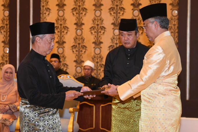 Perdana Menteri Malaysia, Muhyiddin Yassin saat diangkat sumpah jabatan oleh Yang Di-Pertuan Agong (YDPA), Al Sultan Abdullah Ri'ayatuddin Al-Mustafa
