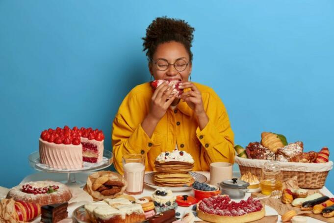 Ilustrasi Orang Yang Berlebihan Konsumsi Makanan Manis/Antara