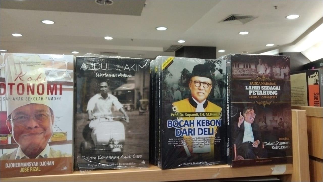 Buku 'Bocah Kebon dari Deli' yang merupakan biografi dari seorang Prof. Dr. Supandi, SH., M.Hum kini tersedia di toko buku Gramedia