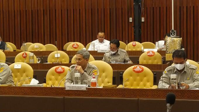 Wakil Menteri Pertanian RI, Harvick Hasnul Qolbi saat rapat kerja dengan Komisi IV DPR RI di gedung DPR, Jakarta, Senin (20/9).