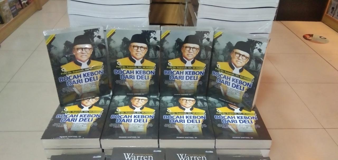 Buku 'Bocah Kebon Dari Deli' di toko buku Gramedia Matraman, Jakarta Pusat.