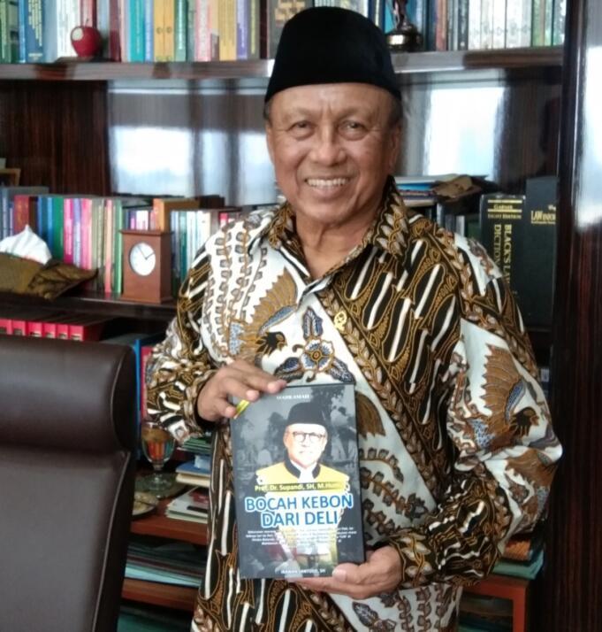 Prof. Dr. Supandi, SH, M.Hum, tokoh utama dalam kisah buku 'Bocah Kebon Dari Deli.' Buku yang sangat inspiratif buat siapa saja.