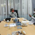 Wakil Menteri Pertanian RI, Harvick Hasnul Qolbi (tengah) saat berdiskusi dengan Bupati Pelalawan Riau, Zukri Misran (kanan) di gedung A, lantai 3, Kementerian Pertanian, Jakarta, Rabu (1/9). (Foto: Arbi Marwan/Aktual)