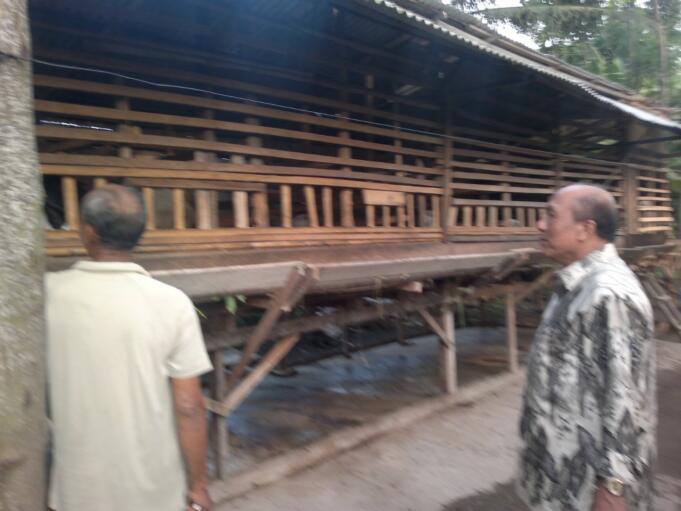 Prof. Dr Supandi, SH, MHum bersama kawan kecilnya masa gembala yang dikenal 'Bocah Kebon Dari Deli.'