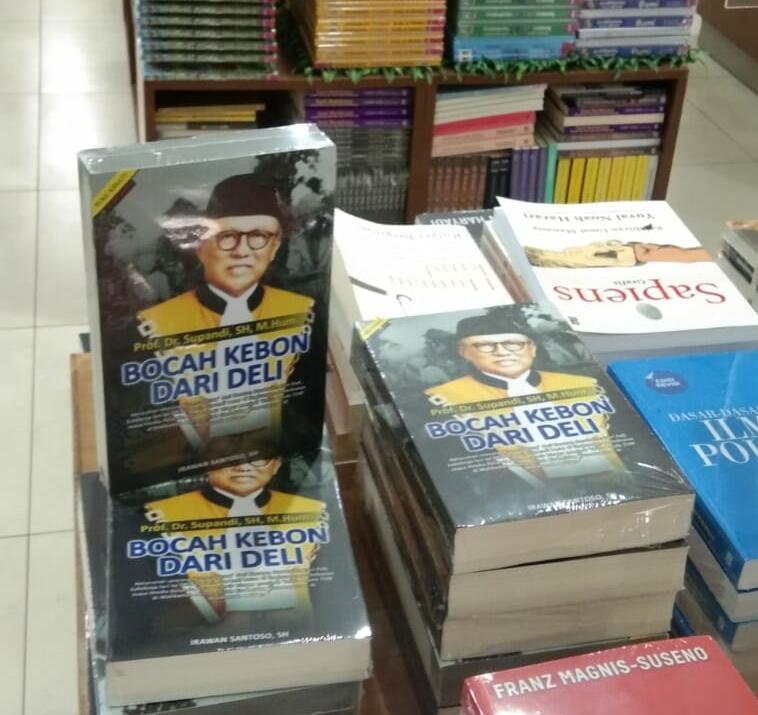 Buku 'Bocah Kebon Dari Deli' di toko buku Gramedia, Jakarta