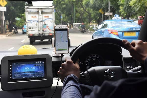 Ilustrasi Taksi Online (Antara / Indrianto Eko Suwarso)
