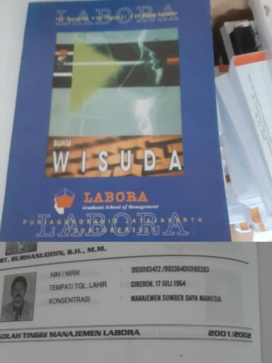 Buku Wisuda Sekolah Tinggi Manajemen Labora, dimana ST Burhanuddin adalah lulusan S2 dari kampus tersebut
