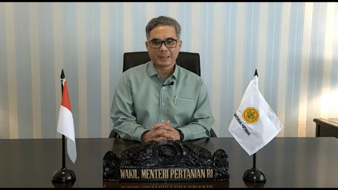Tangkapan layar Wakil Menteri Pertanian RI, Harvick Hasnul Qolbi saat memberikan sambutan dalam Webinar Nasional yang bertajuk 'Revitalisasi Peran Pemuda untuk Sawit Sehat Berkelanjutan' pada Kamis (14/10).